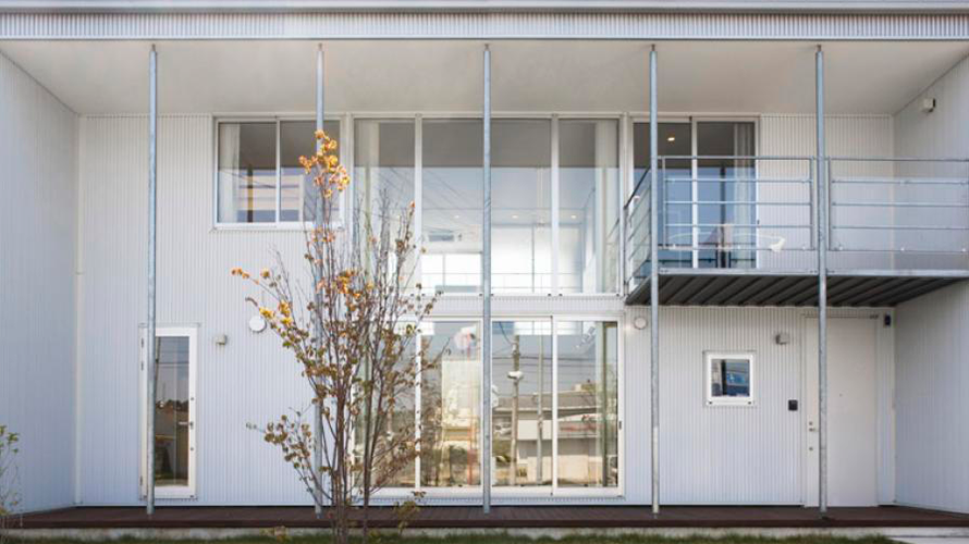 diseño_0002_exterior-translucent-glass-wall-from-behind-backyard-view-the-modern-minimalist-house-japaness-style